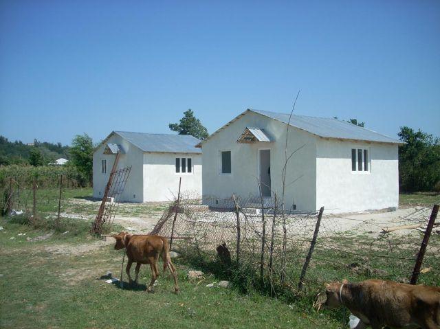 Zdjęcia: Kutaisi, Imeretia, Domki dla uchodźców z Abchazji, GRUZJA