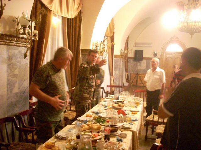 Zdjęcia: Gori, Biesiada u czołgistów - słynna gruzinska gościnność, GRUZJA