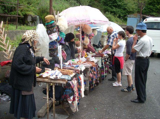 Zdjęcia: Kazbegi, Stragan niedaleko Kazbegi, GRUZJA