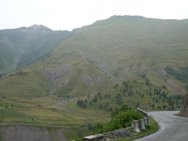 Zdjęcia: Kazbegi, Droga wojenna niedaleko Osetii Pd, GRUZJA