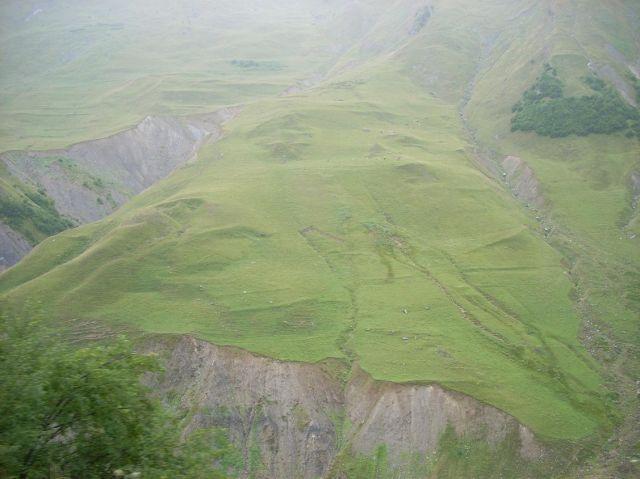 Zdjęcia: Kazbegi, Postryepione zbocza Zakaukazia, GRUZJA