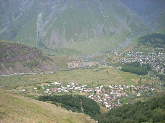 Zdjęcia: Kazbegi, Kaukaz, Widok na Kazbegi, GRUZJA
