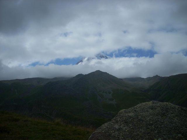 Zdjęcia: Kazbegi, Kaukaz, Kazbek z daleka, GRUZJA