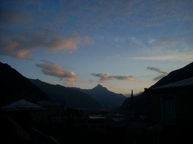 Zdjęcia: Kazbegi, Kaukaz, Widok z Kazbegi 2, GRUZJA