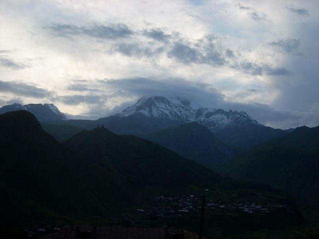 Zdj�cia: Kazbegi, Kaukaz, Wieczorne impresje z Tsmina Sameba i Kazbekiem w tle, GRUZJA