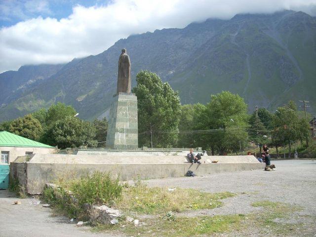 Zdjęcia: Kazbegi, Kaukaz, Poczekalnia poranna :), GRUZJA
