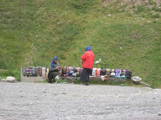 Zdjęcia: Kazbegi, Kaukaz, Komu skarpetki?, GRUZJA