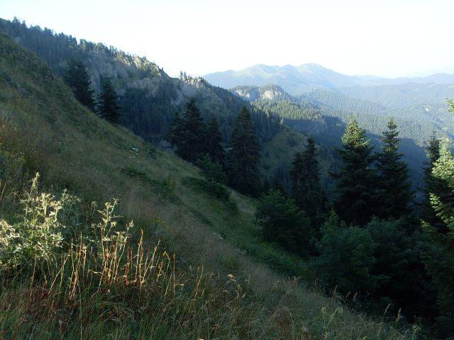 Zdjęcia: północny-zachód od Atskuri (Atskuri w połowie drogi pomiędzy Borżomi a Akhaltsikhe), Park Narodowy Borżomi-Karaguli, ... dzień się chyli..., GRUZJA
