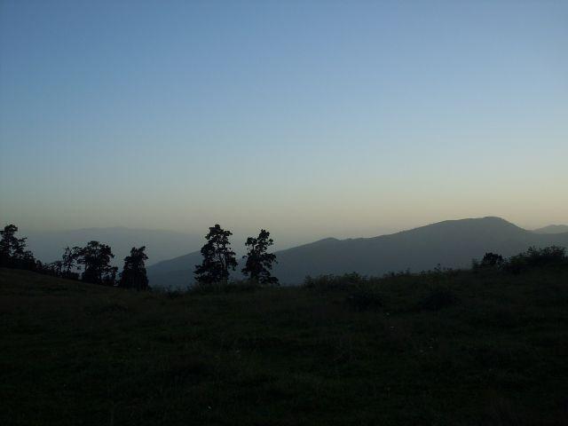 Zdjęcia: północny-zachód od Atskuri (Atskuri w połowie drogi pomiędzy Borżomi a Akhaltsikhe), Park Narodowy Borżomi-Karaguli, ... przed zmrokiem...., GRUZJA