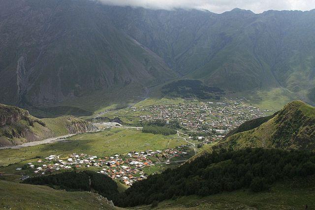 Zdjęcia: Stepancminda (dawniej Kazbegi), Wojenna Droga, Dolina rzeki Tereka, GRUZJA