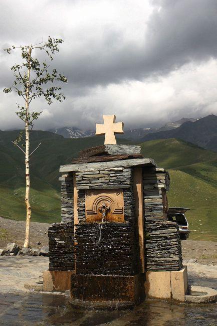 Zdjęcia: Gergati, Wojenna Droga, Kościół Gergati...czyli Cminda Sameba (ujęcie wody), GRUZJA