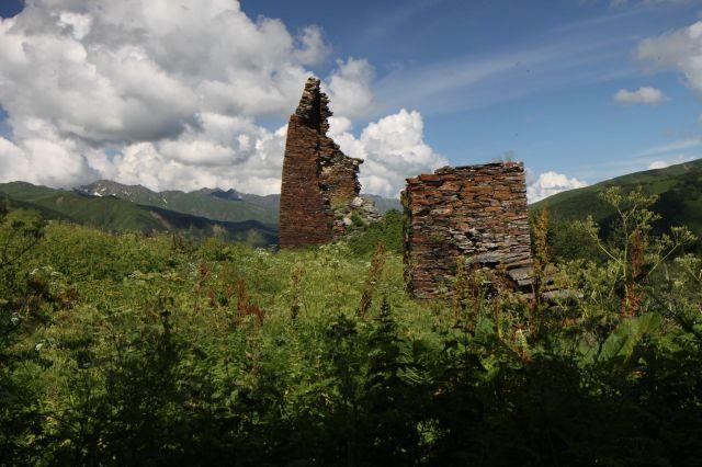 Zdjęcia: Ushguli, Megrelia/Górna Svanetia, to co zostało z wież Tamary..., GRUZJA