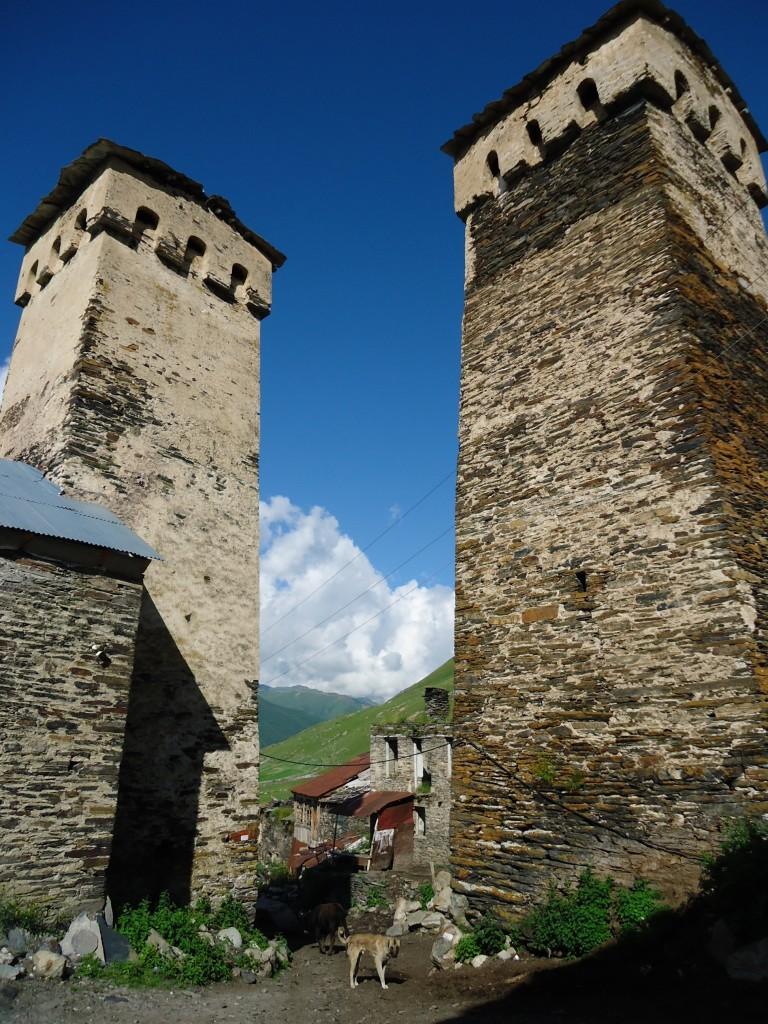 Zdjęcia: Uszguli, Swanetia, Niebolońskie wieże, GRUZJA