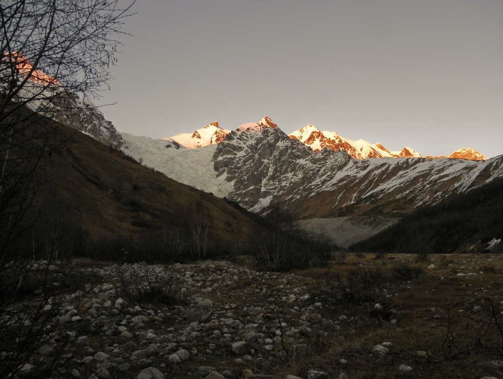 Zdjęcia: Dolina Adishi, Swanetia, Ściana Bezingi, GRUZJA