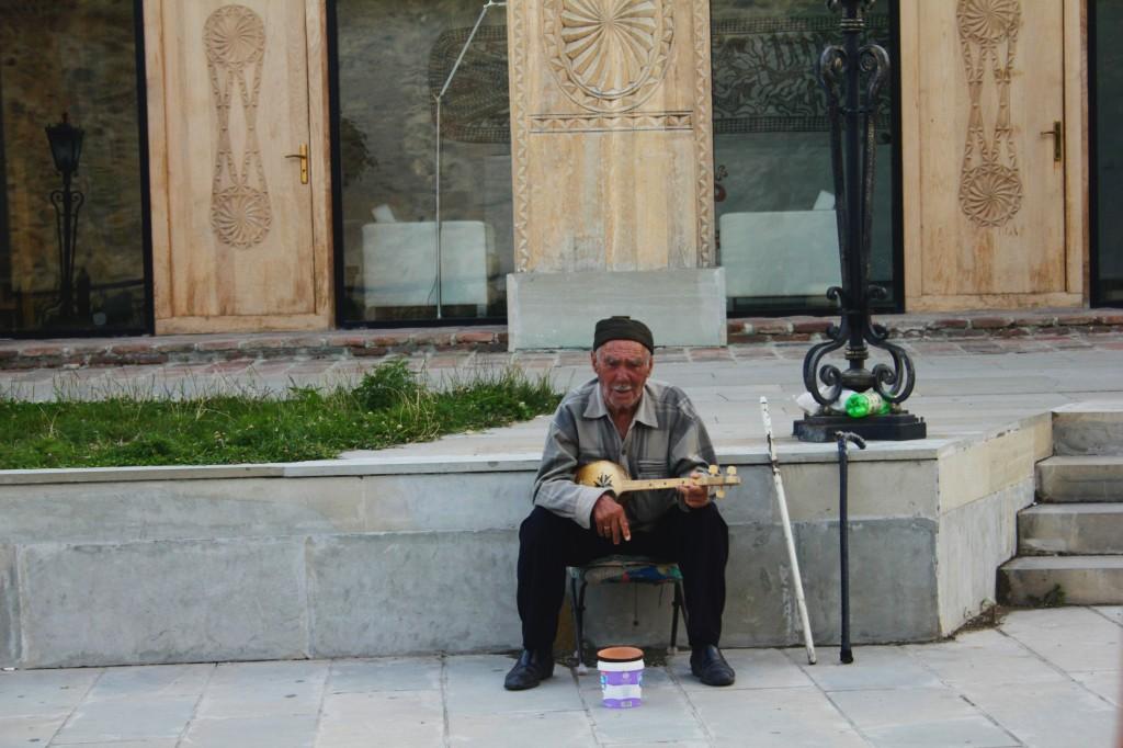 Zdjęcia: Mccheta, Tbilisi, Gruziński muzyk, GRUZJA