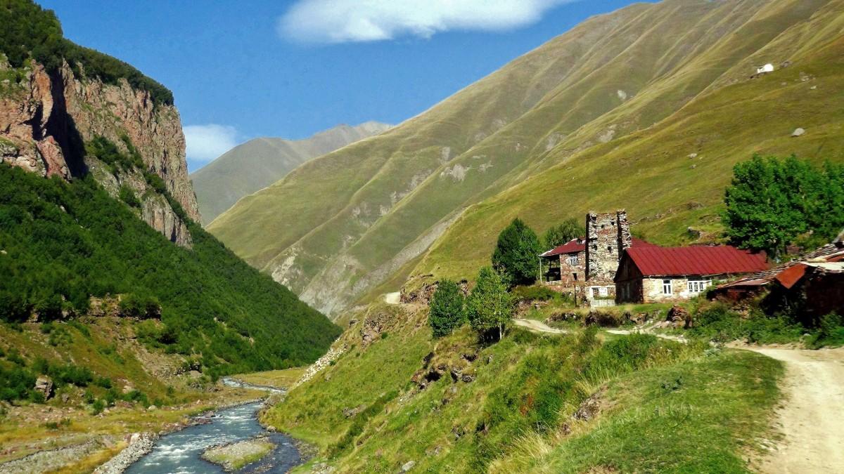 Zdjęcia: Zemo Okrakand (dolina rzeki Tergi), Kaukaz okręg Mccheta-Mtianetia, Kanion Kasara, GRUZJA