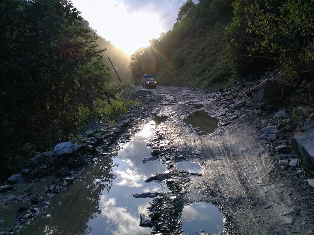 Zdjęcia: droga z Ushguli do Lentekhi, Svanetia, Droga do Lentekhi, GRUZJA