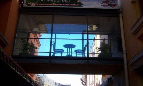 Zdjecie GRUZJA / - / Tbilisi / stolik dla dwojga...