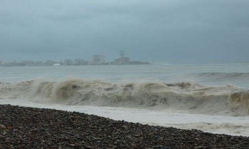 Zdjęcie GRUZJA / - / Batumi / Wzburzone morze w Batumi