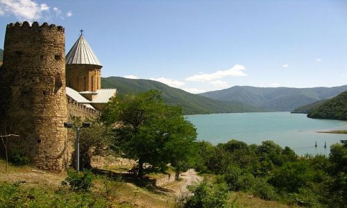 GRUZJA / okolice Tbilisi / Kaukaz / twierdza Ananuri