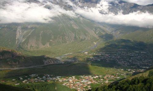 GRUZJA / Kaukaz / Kaukaz / widok na Gergeti i Kazbegi