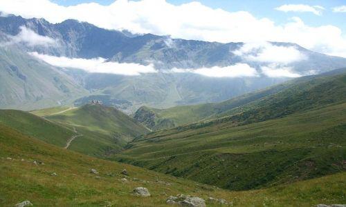 GRUZJA / Kaukaz / Kazbegi / szczyty w chmurach