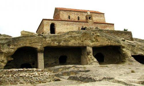 GRUZJA / okolice Gori / Upliscyche / skalne miasto bazylika