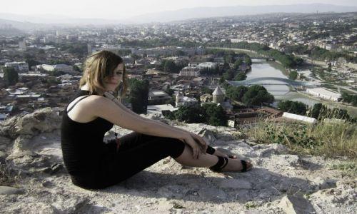 Zdjecie GRUZJA / Tbilisi / mury Twierdzy Narikala / Na wzgórzu