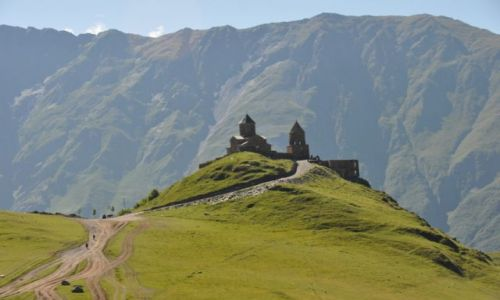 Zdjęcie GRUZJA / Mccheta - Mtianetia / Kościół Cminda Sameba / Na wzgórzu