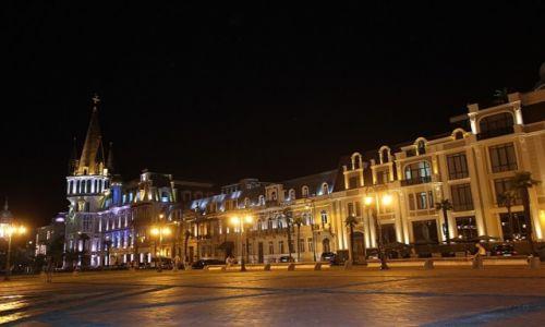 GRUZJA / - / Batumi / Batumi w nocy