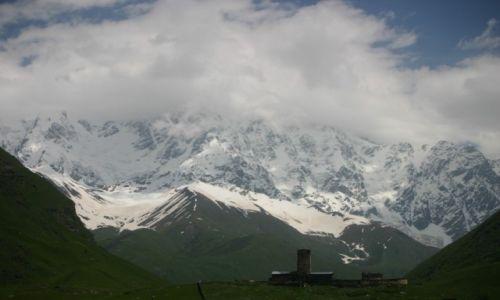 Zdjecie GRUZJA / Svanetia / Uszguli / Cerkiew Lamaria i góry Kaukazu
