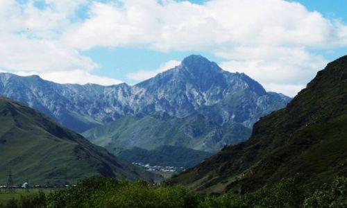 Zdjecie GRUZJA / Dolina rzeki Tergi / Kazbegi / W tle Wysokiego Kaukazu