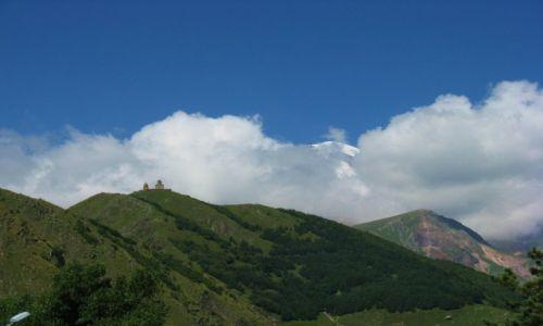 Zdjęcie GRUZJA / Chewi / Kazbegi miasto / Kazbek skryty w chmurach