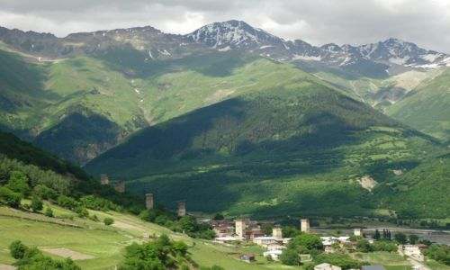 GRUZJA / Swanetia / Mestia / Panorama Laghami (2)