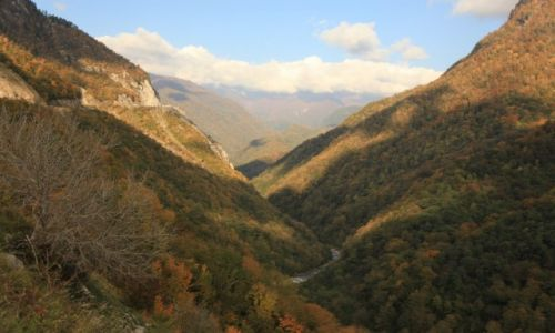 Zdjecie GRUZJA / Svanetia / Jvari / Kanion rzeki Inguri
