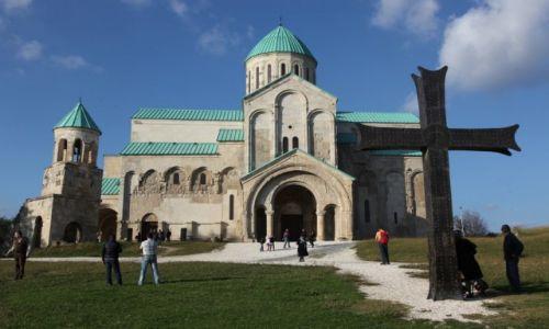 GRUZJA / Imeretia / Kutaisi - Katedra Bagrati / Przed nabożeństwem