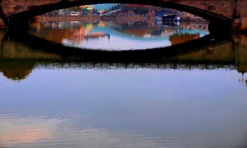 GRUZJA / Tbilisi / Most na rzece Mtkvari ( Kura) - stare miasto /