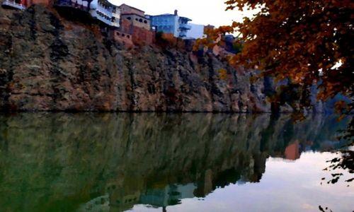 GRUZJA / Tbilisi / Wysoki brzeg rzeki Mtkvari ( Kura) - stare miasto /