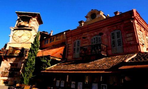 GRUZJA / Tbilisi / Krzywa wieża w... /