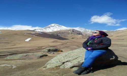 Zdjęcie GRUZJA / Chewi / w okolicach klasztoru Cminda Sameba  / gdzieś w tle góry Kazbek