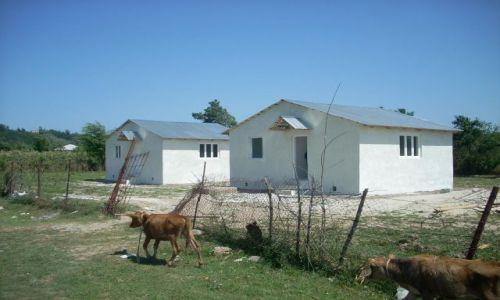Zdjęcie GRUZJA / Imeretia / Kutaisi / Domki dla uchodźców z Abchazji