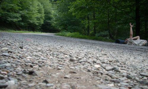 Zdjęcie GRUZJA / Imeretia / Sairme / Łapanie stopa :) na leżąco