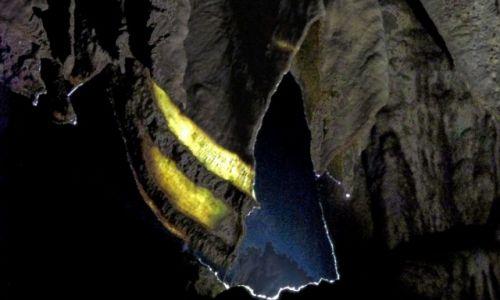 GRUZJA / Sataplia / Jaskinia Prometeusza / Mariaż światła i kamienia