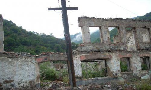 Zdjęcie GRUZJA / brak / Ananuri / Gruzinska droga wojenna pozostalosci