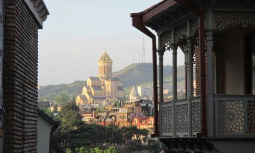 GRUZJA / Tbilisi / Centralny punkt starego miasta / Święta Trójca o zachodzie
