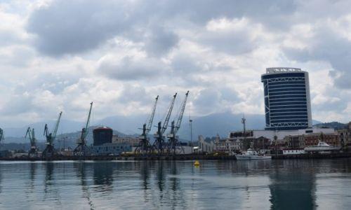 Zdjęcie GRUZJA / Adżaria / Batumi / Pochmurny port w Batumi