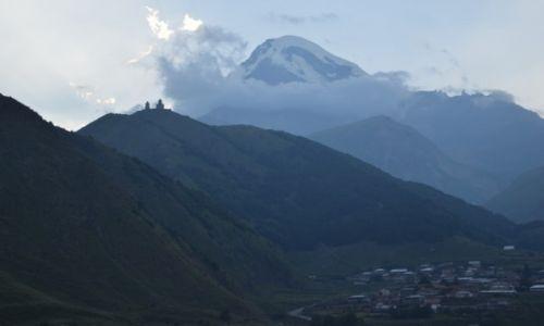 Zdjęcie GRUZJA / Kaukaz / Stepancminda / Zachód słońca nad Kazbegiem