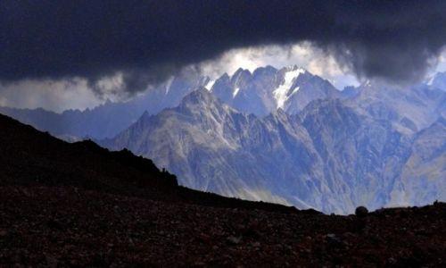 Zdjecie GRUZJA / Mt. Kazbek / Lodowiec Gergeti / Goni nas burza