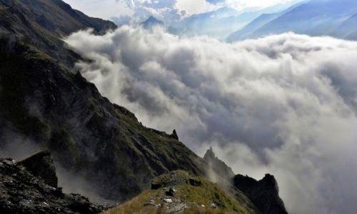 Zdjecie GRUZJA / Kaukaz okręg Mccheta-Mtianetia / ponad Kazbegi / Zatrzymało się na 3 tysiącach - dzień uratowany (-: