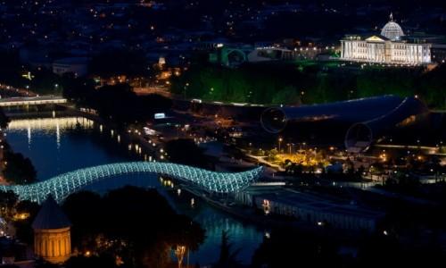 Zdjęcie GRUZJA / Tbilisi / Tbilisi / Wieczorem